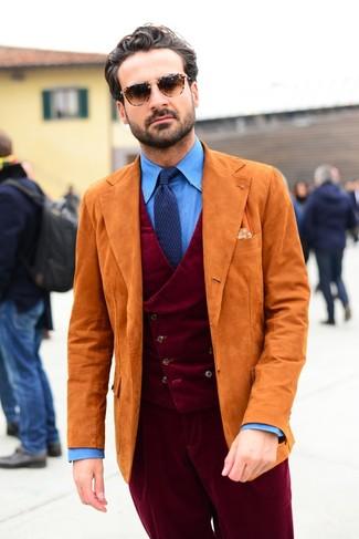 Comment porter une cravate en tricot bleu marine: Essaie d'associer un blazer en daim orange avec une cravate en tricot bleu marine pour dégager classe et sophistication.