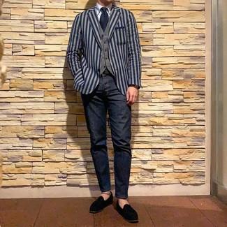 Comment porter: blazer à rayures verticales bleu marine, gilet gris, chemise de ville bleu clair, jean bleu marine