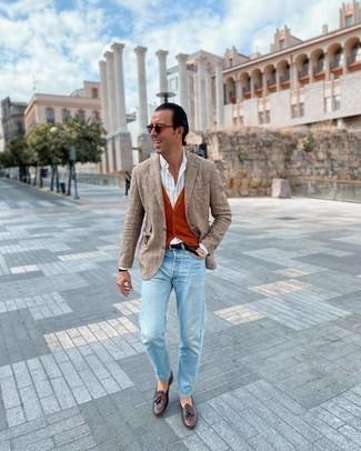 Comment porter un gilet orange: Associe un gilet orange avec un jean bleu clair pour un look pointu et élégant. D'une humeur audacieuse? Complète ta tenue avec une paire de mocassins à pampilles en cuir marron foncé.
