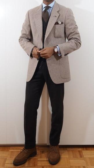Comment porter des bottes de loisirs en daim marron: Pense à marier un blazer en vichy marron clair avec un pantalon chino noir pour prendre un verre après le travail. Une paire de bottes de loisirs en daim marron est une option astucieux pour complèter cette tenue.