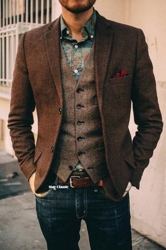 Comment porter une pochette de costume á pois rouge et blanc: Essaie d'associer un blazer en laine à chevrons marron foncé avec une pochette de costume á pois rouge et blanc pour une tenue idéale le week-end.