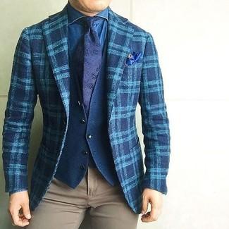 Associe une chemise en jean bleue hommes Saint Laurent avec un pantalon chino brun clair pour un look de tous les jours facile à porter.