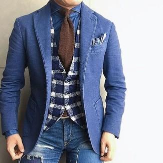 Comment porter un blazer en denim bleu marine: Pense à associer un blazer en denim bleu marine avec un jean skinny déchiré bleu pour un look idéal le week-end.