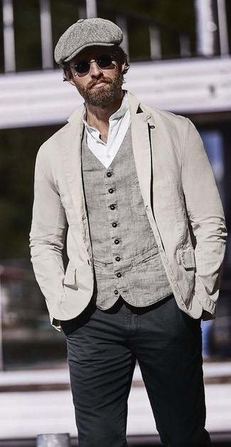 Comment porter: blazer en coton gris, gilet en coton gris, t-shirt à col boutonné blanc, jean skinny noir