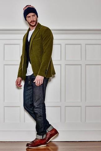 Comment porter un blazer en velours côtelé olive: Harmonise un blazer en velours côtelé olive avec un jean bleu marine pour un look idéal au travail. Pourquoi ne pas ajouter une paire de des bottes de travail en cuir bordeaux à l'ensemble pour une allure plus décontractée?