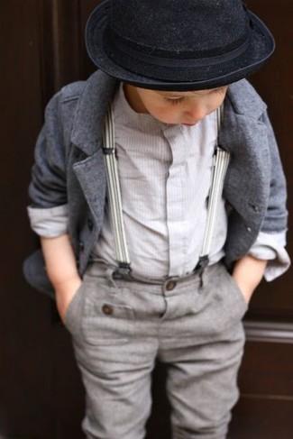 Comment porter: blazer gris, chemise à manches longues blanche, pantalon gris, chapeau noir