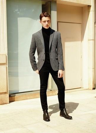 Comment porter des bottines chelsea en cuir marron foncé: Associe un blazer en laine gris avec un pantalon chino noir pour créer un look chic et décontracté. Ajoute une paire de bottines chelsea en cuir marron foncé à ton look pour une amélioration instantanée de ton style.