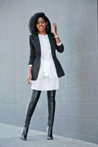 Comment porter: blazer noir, robe chemise blanche, cuissardes en cuir noires, montre argentée