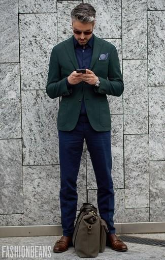 Comment s'habiller pour un style elégantes: Essaie de marier un blazer vert foncé avec un pantalon de costume bleu marine pour un look classique et élégant. Une paire de des double monks en cuir marron est une option judicieux pour complèter cette tenue.