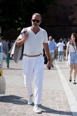 Comment porter des lunettes de soleil marron foncé: Essaie d'associer un blazer gris avec des lunettes de soleil marron foncé pour un look idéal le week-end. Ajoute une paire de baskets basses en toile blanches à ton look pour une amélioration instantanée de ton style.