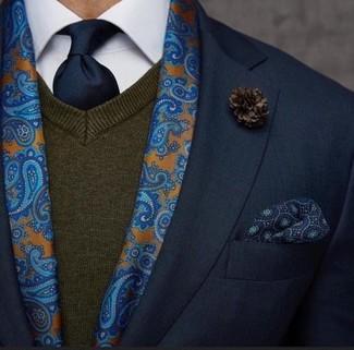 Comment porter: blazer noir, pull à col en v marron foncé, chemise de ville blanche, cravate bleu marine