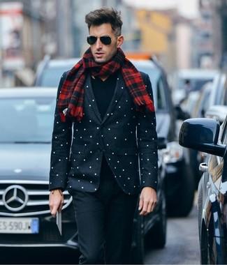Sois au sommet de ta classe en portant un pull à col en v noir hommes Gant et un pantalon de costume en laine noir.