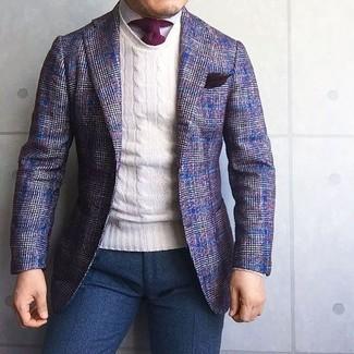 Comment porter: blazer en laine écossais violet, pull à col rond blanc, chemise de ville blanche, pantalon de costume en laine bleu marine