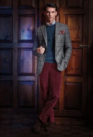 Comment porter: blazer à carreaux gris, pull à col rond bleu canard, chemise de ville à carreaux bleu clair, pantalon de costume en velours côtelé bordeaux