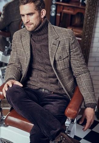 Comment porter: blazer en laine en pied-de-poule marron, pull à col roulé en tricot marron foncé, jean en velours côtelé marron foncé, bottes de loisirs en cuir marron foncé