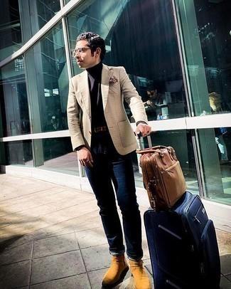 Comment porter un sac à dos en cuir marron: Marie un blazer à carreaux beige avec un sac à dos en cuir marron pour une tenue relax mais stylée. Assortis cette tenue avec une paire de des bottines chelsea en daim tabac pour afficher ton expertise vestimentaire.