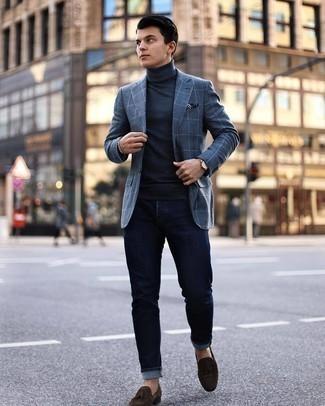 Tendances mode hommes: Pense à marier un blazer à carreaux gris foncé avec un jean bleu marine pour affronter sans effort les défis que la journée te réserve. Habille ta tenue avec une paire de mocassins à pampilles en daim marron foncé.