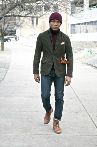 Comment porter: blazer en coton olive, pull à col roulé bordeaux, jean skinny bleu marine, bottes de loisirs en cuir marron clair
