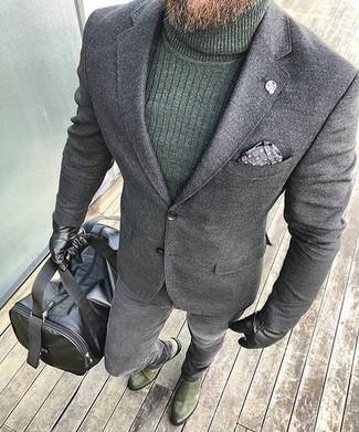 Comment porter: blazer en laine gris, pull à col roulé vert foncé, jean skinny gris, bottines chelsea en daim olive