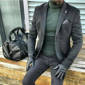 Comment porter: blazer en laine gris foncé, pull à col roulé vert foncé, jean skinny noir, fourre-tout en cuir noir