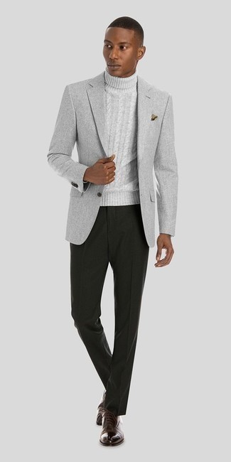 Comment porter une pochette de costume imprimée marron clair en automne: Choisis un blazer gris et une pochette de costume imprimée marron clair pour un look idéal le week-end. Une paire de des chaussures richelieu en cuir marron foncé rendra élégant même le plus décontracté des looks. Cette tenue est juste superbe et automnale comme il faut.