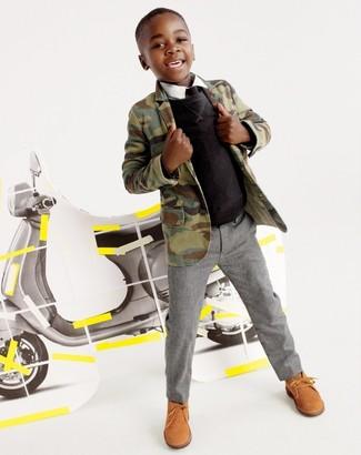 Comment porter: blazer camouflage olive, pull noir, chemise à manches longues blanche, pantalon gris