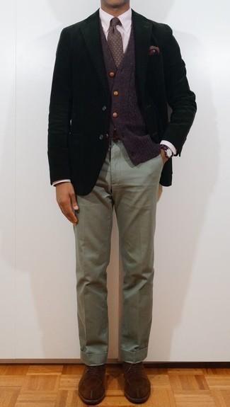 Comment porter une cravate imprimée vert foncé: Essaie d'associer un blazer noir avec une cravate imprimée vert foncé pour dégager classe et sophistication. Une paire de des chaussures derby en daim marron est une option génial pour complèter cette tenue.