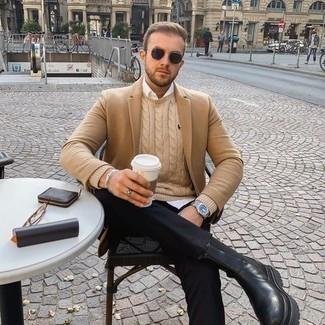 Comment porter des lunettes de soleil marron foncé: Un blazer marron clair et des lunettes de soleil marron foncé communiqueront une impression de facilité et d'insouciance. Une paire de bottines chelsea en cuir noires ajoutera de l'élégance à un look simple.