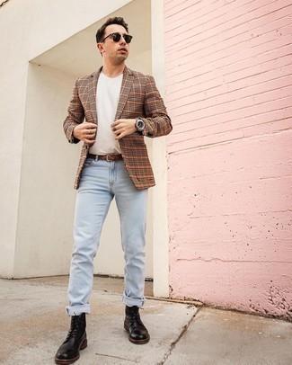 Comment porter des bottes de loisirs en cuir noires: Associe un blazer à carreaux orange avec un jean bleu clair pour un déjeuner le dimanche entre amis. Une paire de bottes de loisirs en cuir noires ajoutera de l'élégance à un look simple.