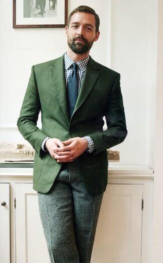 Blazer vert fonce chemise de ville blanc et bleu marine pantalon de costume vert fonce cravate bleu marine large 1522