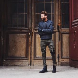Comment porter: blouson aviateur bleu marine, jean olive, bottes de loisirs en cuir noires