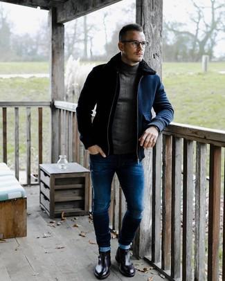 Comment porter: blouson aviateur en laine bleu marine, pull à col roulé gris foncé, jean skinny bleu, bottines chelsea en cuir noires