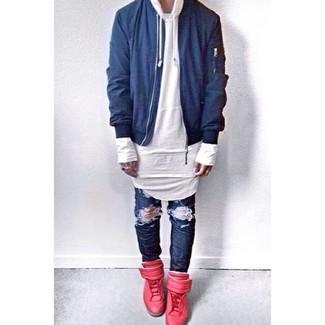 Choisis pour le confort dans un blouson aviateur bleu hommes et un jean déchiré bleu marine. Assortis ce look avec une paire de des baskets montantes en cuir rouges.