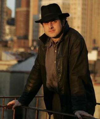 Blouson aviateur brun fonce brun pantalon de costume brun chapeau noir large 2698