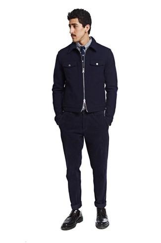 Comment porter: blouson aviateur en laine bleu marine, chemise à manches longues à rayures verticales blanc et bleu marine, jean en velours côtelé bleu marine, chaussures derby en cuir noires