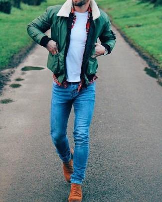 Comment porter: blouson aviateur vert, chemise à manches longues écossaise rouge, t-shirt à col rond bleu clair, jean skinny bleu