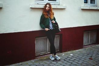 Un blouson aviateur vert foncé et un jean skinny noir sont un choix de tenue idéale à avoir dans ton arsenal. D'une humeur audacieuse? Complète ta tenue avec une paire de des chaussures de sport grises.