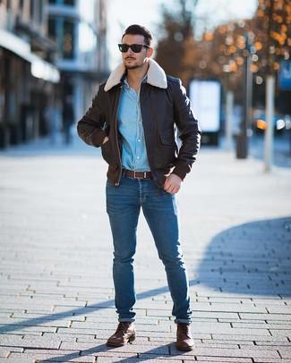 Comment porter un blouson aviateur en cuir tabac: Pense à opter pour un blouson aviateur en cuir tabac et un jean skinny bleu pour un look de tous les jours facile à porter. Assortis cette tenue avec une paire de des bottes de loisirs en cuir marron pour afficher ton expertise vestimentaire.