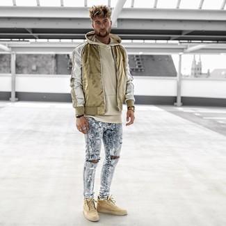 Comment porter: blouson aviateur en nylon doré, sweat à capuche beige, jean skinny déchiré bleu clair, baskets montantes marron clair