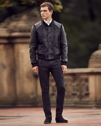 Comment porter: blouson aviateur en cuir noir, chemise de ville blanche, jean noir, bottes western en daim noires