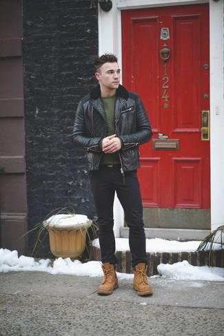 Comment porter: blouson aviateur en cuir noir, pull à col rond matelassé vert foncé, jean noir, bottes de loisirs en daim marron clair