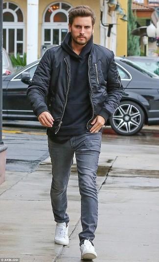 Comment porter: blouson aviateur noir, sweat à capuche noir, jean gris, baskets basses blanches