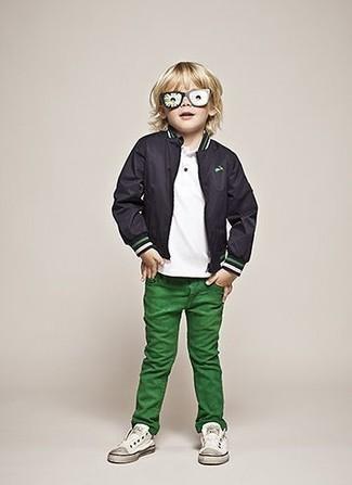 Comment porter: blouson aviateur noir, t-shirt blanc, jean vert, baskets blanches