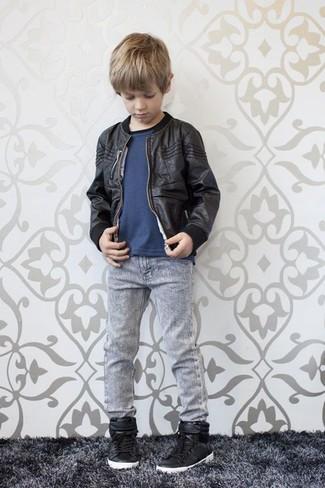 Comment porter: blouson aviateur noir, t-shirt bleu marine, jean gris, baskets noires