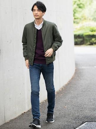 Ce combo d'un blouson aviateur olive hommes Ben Sherman et d'un jean bleu marine te permettra de garder un style propre et simple en dehors des horaires de bureau. Mélange les styles en portant une paire de des chaussures de sport noires.