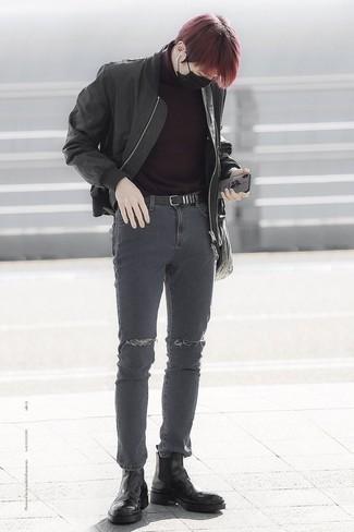 Comment porter un pull bordeaux: Associe un pull bordeaux avec un jean skinny déchiré gris foncé pour un look idéal le week-end. Jouez la carte classique pour les chaussures et assortis cette tenue avec une paire de des bottines chelsea en cuir noires.
