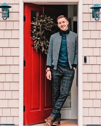Comment porter: blouson aviateur en laine gris, pull à col roulé bleu marine, pantalon de costume en laine à carreaux bleu marine, bottines chelsea en cuir marron