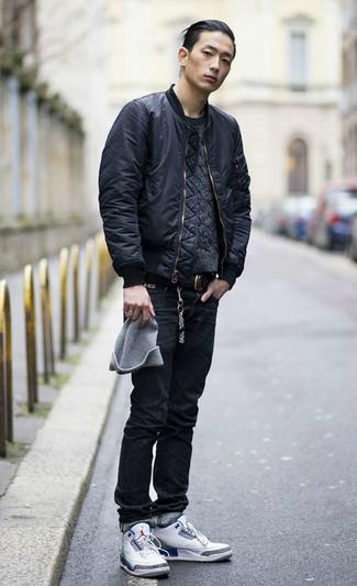 Comment porter: blouson aviateur noir, pull torsadé gris foncé, jean noir, baskets montantes blanches