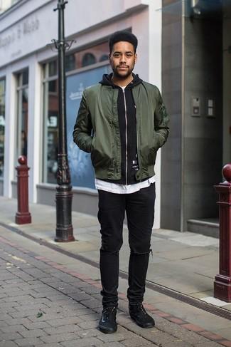 Comment s'habiller pour un style relax: Pense à associer un blouson aviateur vert foncé avec un jean déchiré noir pour un look idéal le week-end. Jouez la carte classique pour les chaussures et opte pour une paire de des baskets basses en toile noires.