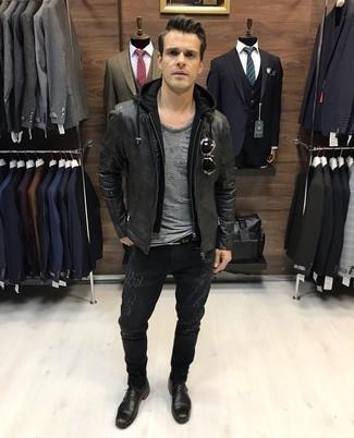Comment porter un sweat à capuche noir: Pense à harmoniser un sweat à capuche noir avec un jean déchiré noir pour un look confortable et décontracté. D'une humeur créatrice? Assortis ta tenue avec une paire de des chaussures derby en cuir noires.